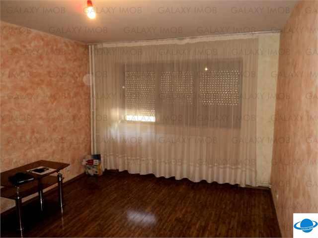 Vanzare apartament 4 camere, decomandat, zona B-dul Bucuresti Ploiesti