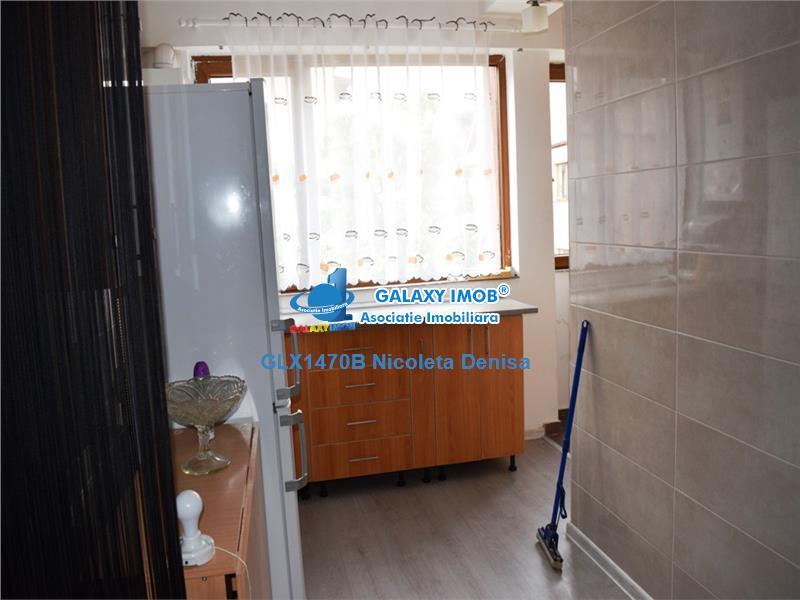 Apartament 2 camere, semidecomandat, imobil 2015.