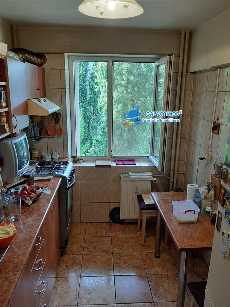 Apartament 3 camere + boxa la subsol Et 3/8 Drumul Taberei - Favorit