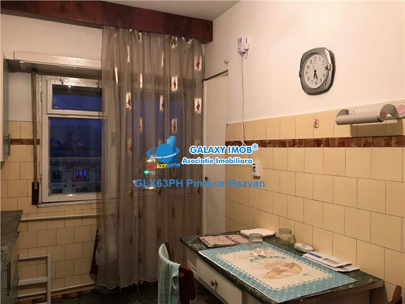 Apartament 3 camere, ultracentral, bloc Winmarkt, Ploiesti