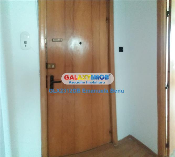 Apartament 4 camere- decomandat - zona Oficiul de Cadastru