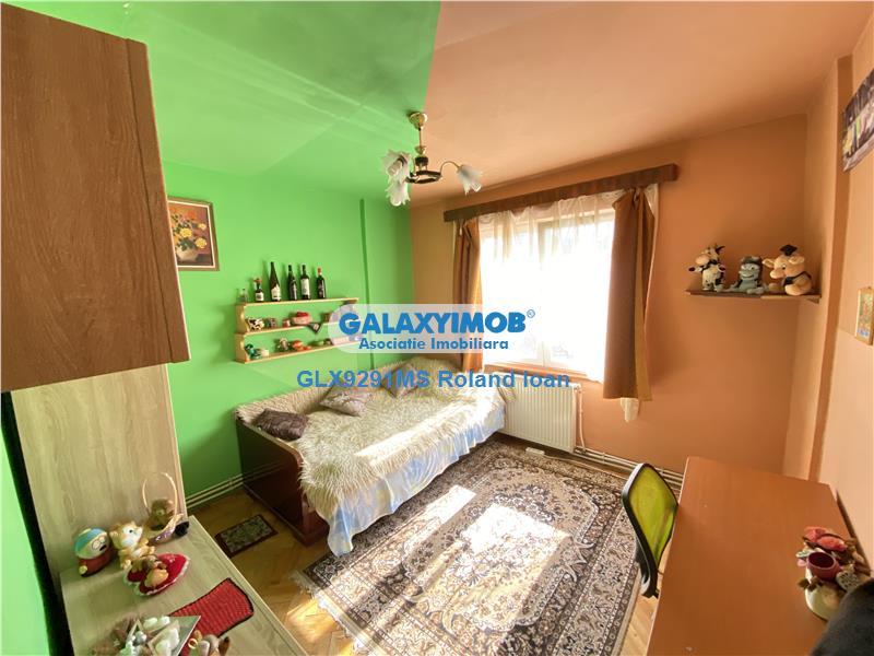Apartament cu 3 camere de vanzare, in 7 Noiembrie zona Regina Maria