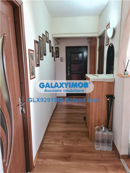 Apartament cu 4 camere de vanzare, cu garaj sub bloc, zona Diamant