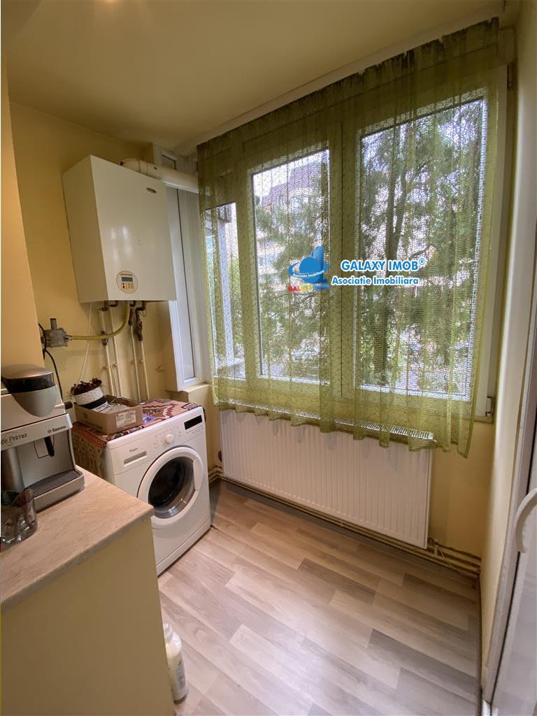 Apartament cu 4 camere si 2 bai de vanzare, zona Semicentrala