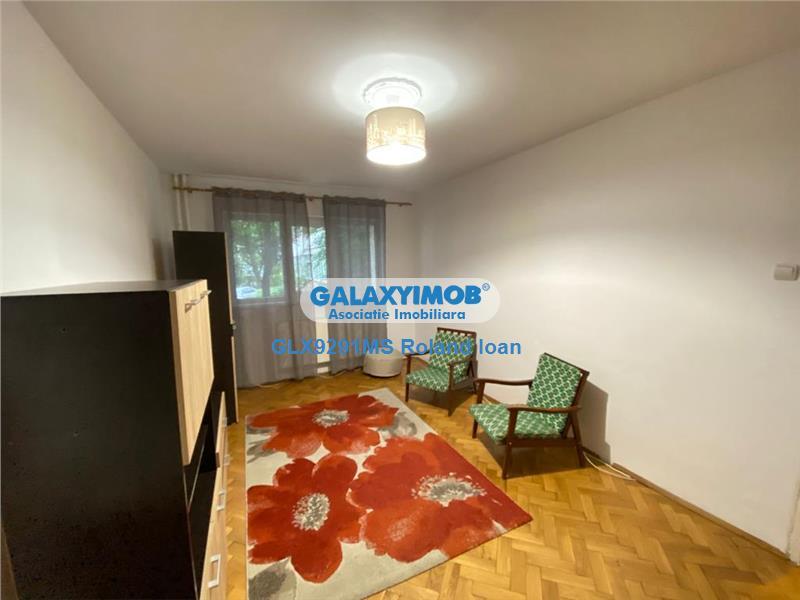 Apartament de inchiriat cu 3 camere, zona Cornisa