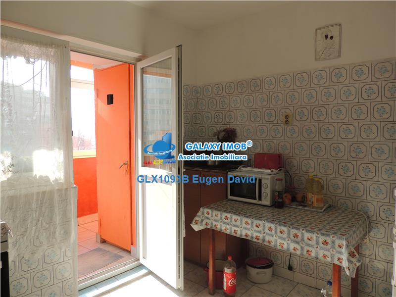 Iancului - Ritmului, 2 Camere, 6/10, decomandat, reabilitat termic