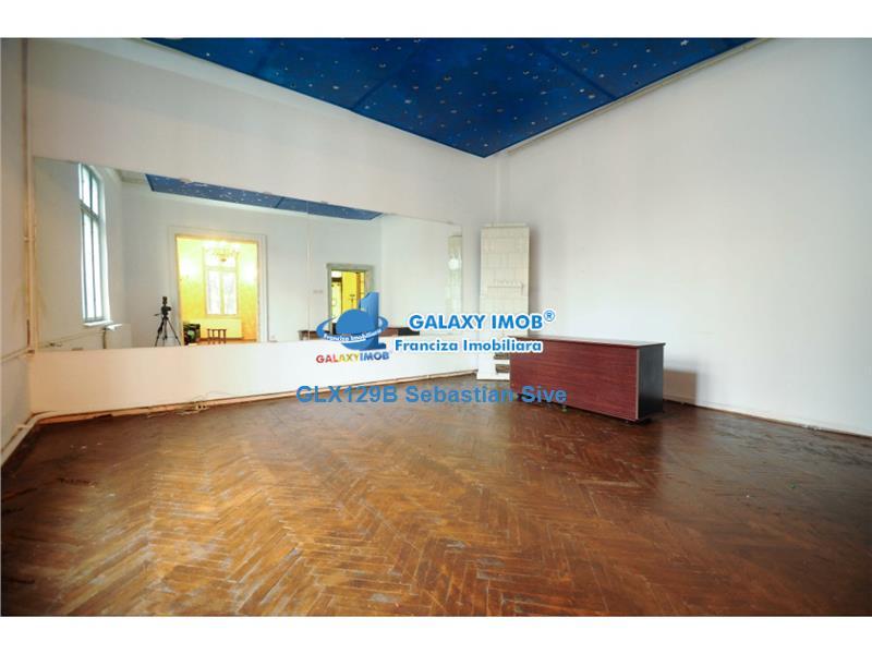 Inchiriere casa cu 6 camere, 201 mp si curte de 140 mp, Gara de Nord