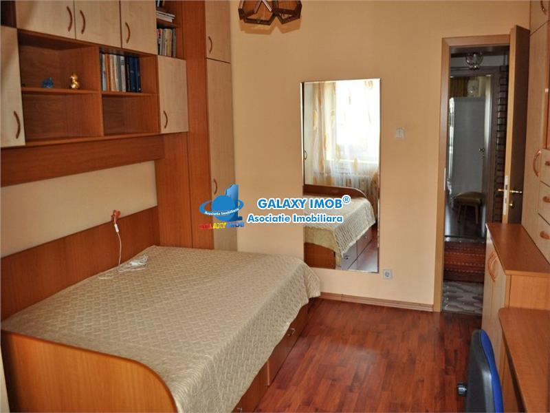 Apartament 4 camere, decomandat, 100 mp, situat la Decebal