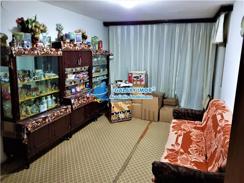 Apartament 4 camere Bl 1986 Et7/8  Cartier Crangasi