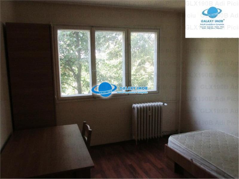 Inchiriere apartament 4 camere decomandat