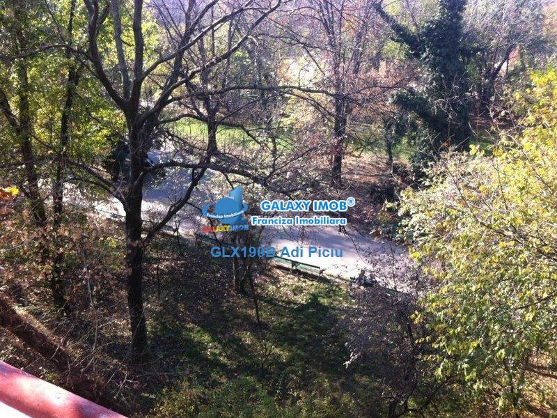 Inchiriere garsoniera cu priveliste superba asupra Parcului Cismigiu