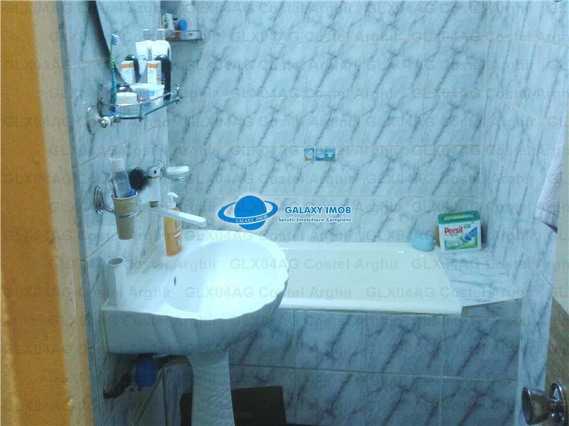 Vand apartament 2 camere zona Big, etaj 4/4