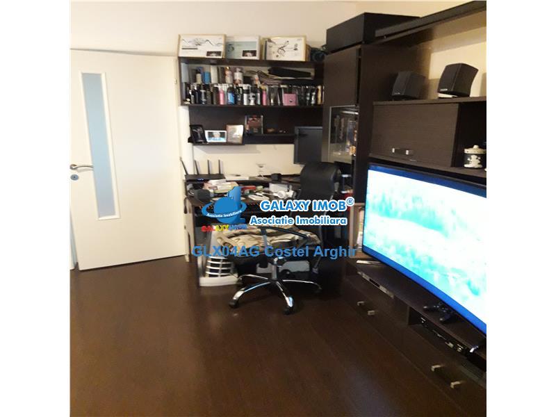 Vand apartament 3 camere Craiovei, etaj intermediar