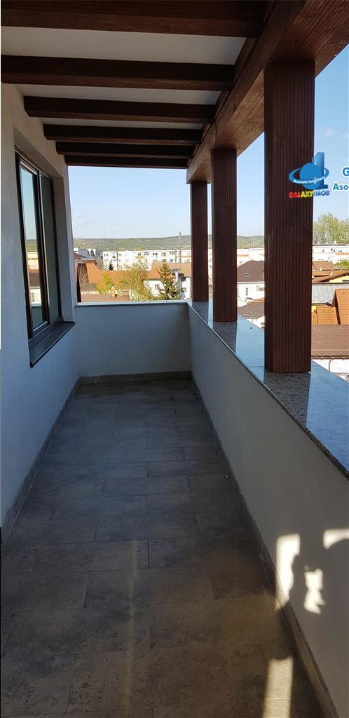 Vand apartament cu 3 camere zona ultracentrala