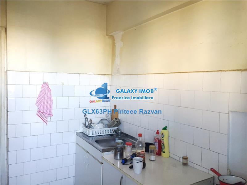 Vanzare apartament 3 camere, decomandat, zona Bd. Republicii, Ploiesti