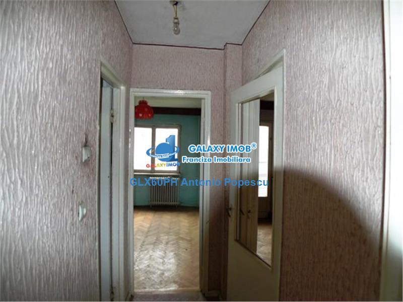 Vanzare apartament 4 camere, in Ploiesti, zona Vest, semidecomandat.