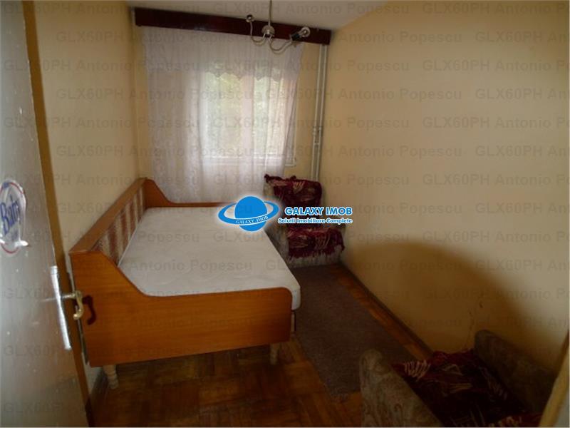 Vanzare apartament 4 camere, in Ploiesti, zona Vest, semidecomandat