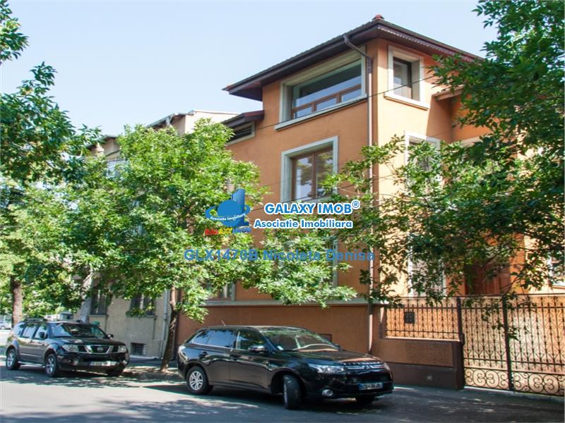 Vila 7 camere,3 dormitoare  pentru locuinta sau birou, Zona Berzei.