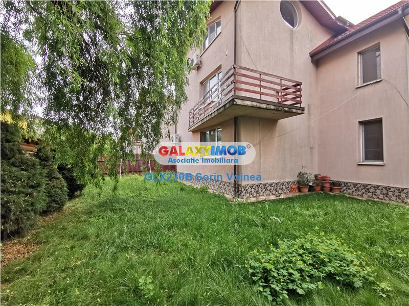 Vila la curte cu 7 camere pe Lacul Dobroiesti in complex de vile