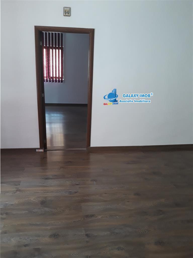 Vila superba renovata Mihai BravuTimpuri Noi, 6 camere, curte