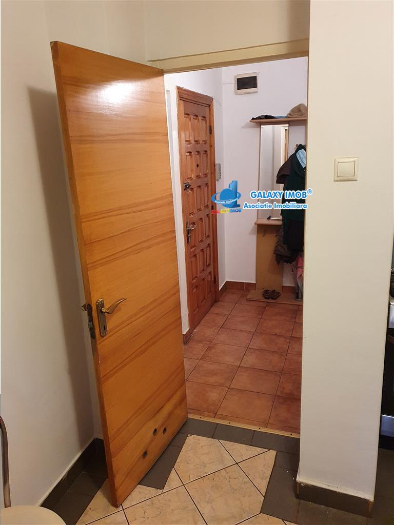 Vindem apartament cu 3 camerte Eremia ,decomandat, parter , mobilat
