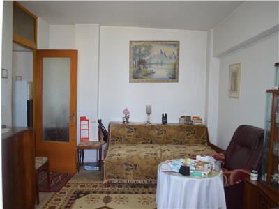 Apartament 2 camere, decomandat, bloc winmarkt, vedere pe fata