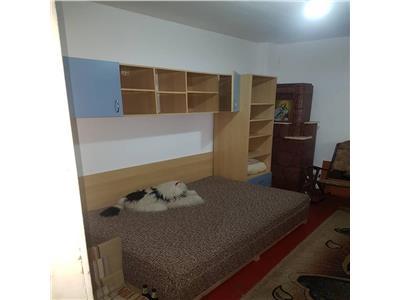 Apartament 2 camere decomandat la curte zona democratiei
