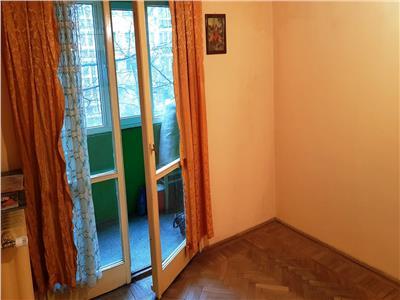 Apartament 2 camere etaj 2/4 - bloc reabilitat -Titan metrou 2 minute