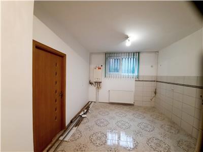 Apartament 2 camere, foarte spatios, bloc nou - pozitie excelenta