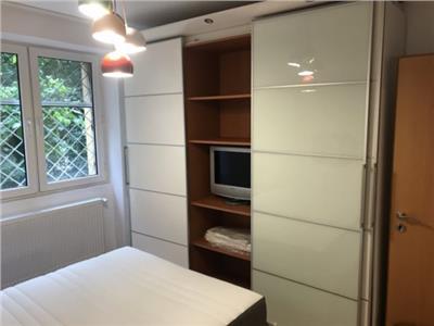 Apartament 2 camere renovat si mobilat merita vazut