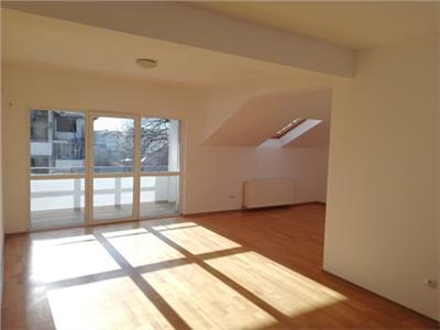 Apartament 2 camere, zona liceul laurian!