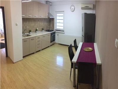 Apartament 3 camere, Decebal, decomandat, mobilat, loc de parcare