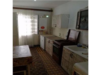 Apartament 3 camere, savenilor !