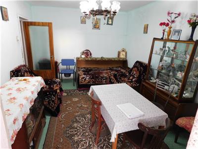 Apartament 3 camere decomandat 4/10 - bloc 1982 - bl. Basarabia