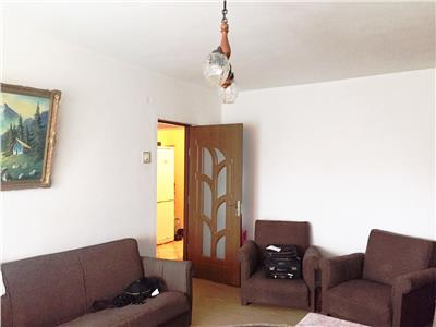 Apartament 3 camere, decomandat, imbunatatiri, zona Vest, Ploiesti