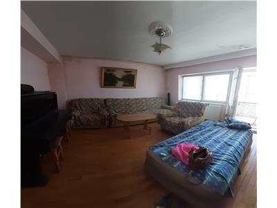Apartament 3 camere-decomandat- m3