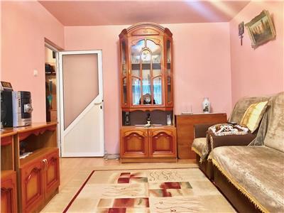 Apartament 3 camere, decomandat, zona malu rosu, stradal, ploiesti