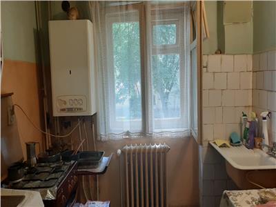 Apartament 3 camere, etaj 1, zona Primaverii!
