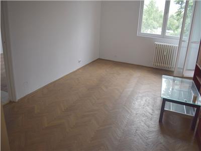 Pret redus!!Apartament 3 camere, etaj 3, bloc de 4 etaje. Piata Minis.