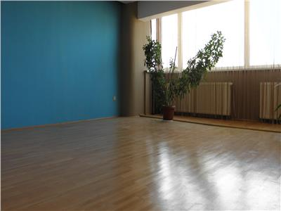 Apartament 3 camere etajul 4 cu mansarda