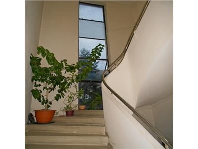 Apartament 3 camere in vila cu un excelent potential COTROCENI