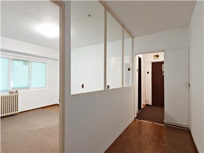 Apartament 3 cam. pentru firma, Pt. Victoriei, vizibilitate excelenta