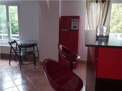 Apartament 3 camere,Decebal,semidecomandat,mobilat