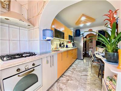 Apartament 4 camere, centrala termica, partial mobilat, Malu Rosu