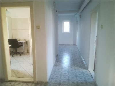 Apartament 4 camere,  Cotroceni, decomandat, birouri