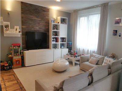 Apartament 4 camere cu terasa si curte proprie generoasa