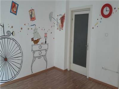 Apartament 4 camere, dorobanti, decomandat, nemobilat centrala proprie