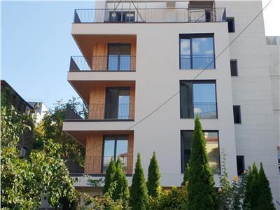 Apartament 4 camere imobil nou, 650 metri piata romana