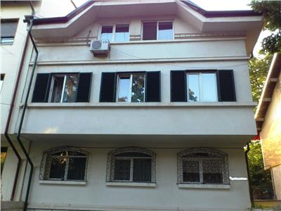 Apartament 4 camere in vila -Parcul Verdi Floreasca.Garaj,boxa,curte.