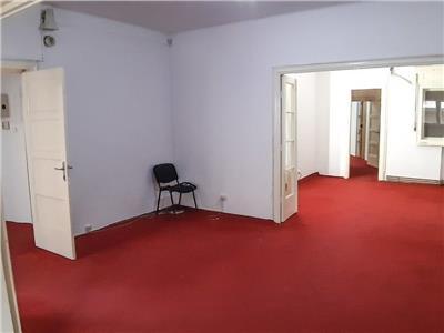 Apartament 4 camere , locul ideal pentru biroul dumneavoastra 680eur
